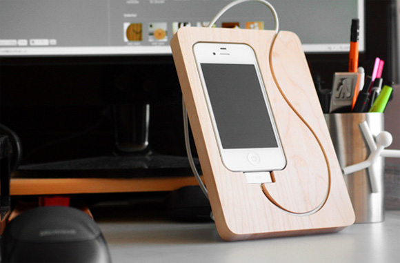 BaseStation iPhone 4 Stand - BaseStation iPhone 4 Stand